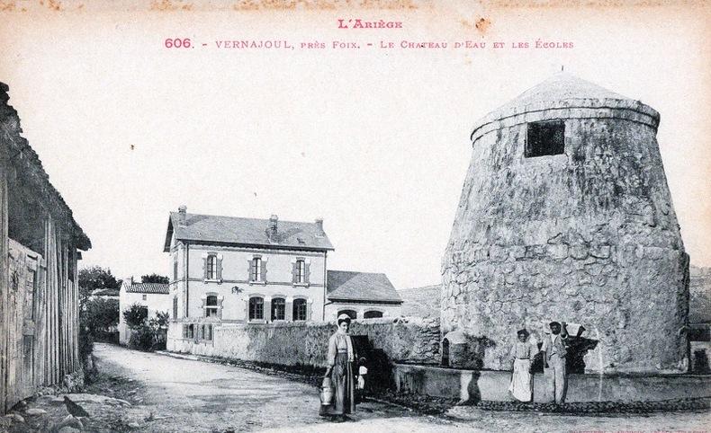 VERNAJOUL , PRES DE FOIX - LE CHATEAU D'EAU ET LES ECOLES. Ariège