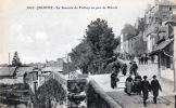 QUIMPER - LA DESCENTE DU PICHERY UN JOUR DE MARCHÉ . Quimper