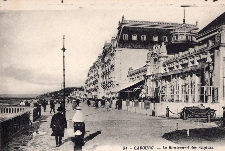 CABOURG - LE BOULEVARD DES ANGLAIS. CABOURG