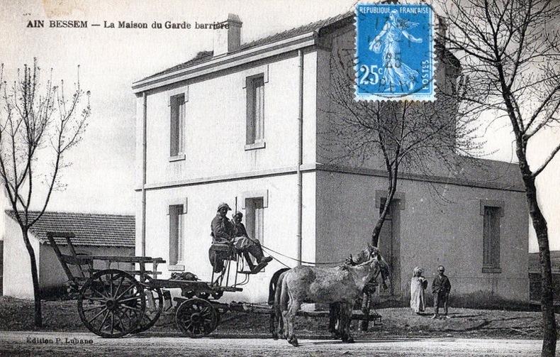 AIN BESSEM , La maison du Garde barrière .. Algérie