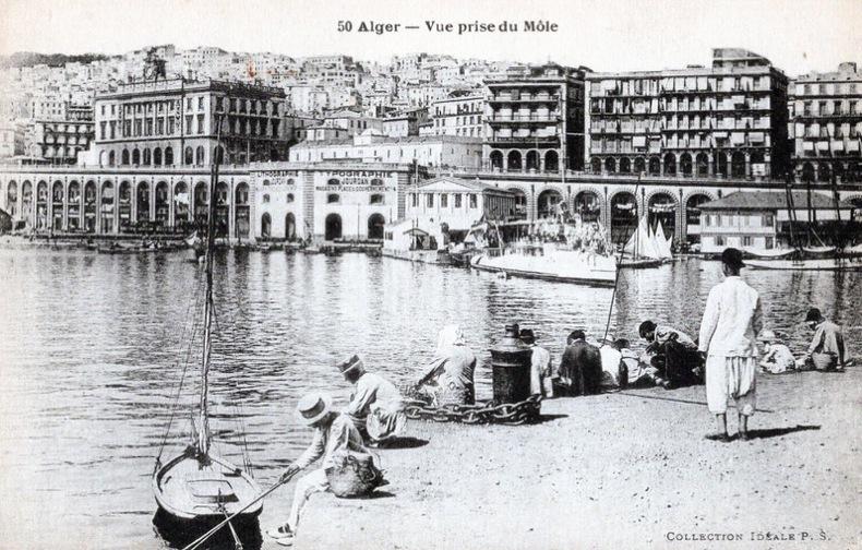 ALGER , vue prise du Môle .. Algérie