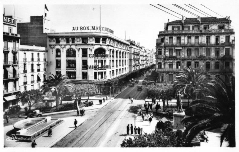 ALGER, la place Burgeaud .. Algérie
