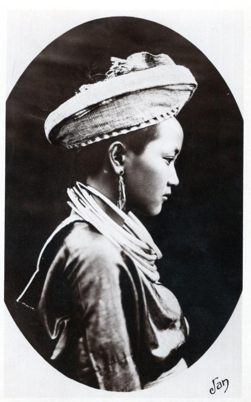 LAOS , province Tran Nink , Type de femme Méo..  Laos