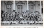 PNOM-PENH , groupe de danseuses de S.M. Sisowathsur le perron de la Salle du Trône .. Cambodge