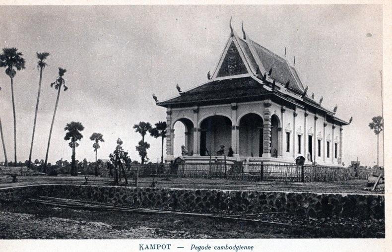 KAMPOT , Pagode cambodgienne. Cambodge
