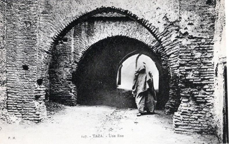 TAZA , une rue . Maroc
