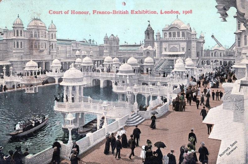 LONDON , Court of honour. Angleterre