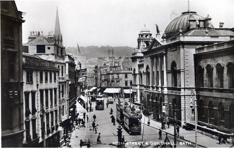 BATH , High street & Guildhall . Angleterre