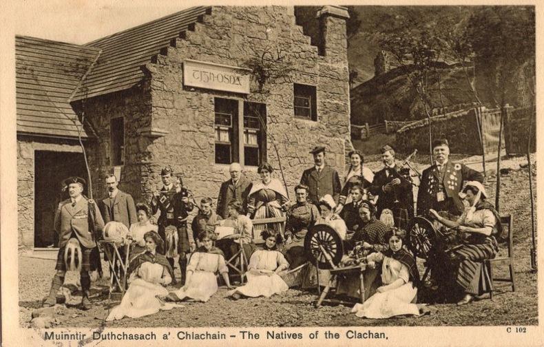 MUINNTIR Duthchasach a' Chlachain , The Natives  of the Clachan , . Écosse