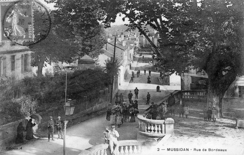 MUSSIDAN , Rue de Bordeaux. Dordogne
