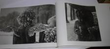 """""""Versailles aux quatre saisons. Photographies de Jacques Dubois. Préface de Jean d'Ormesson. Propos de Robert Doisneau, postface de pierre Lemoine; ..."""