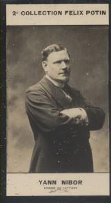 Photographie de la collection Félix Potin (4 x 7,5 cm) représentant : Albert Robin dit Yann Nibor, homme de lettres.. NIBOR Yann - (Photo de la 2e ...