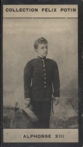 Photographie de la collection Félix Potin (4 x 7,5 cm) représentant : Alphonse XIII. Roi d'Espagne.. ALPHONSE XIII
