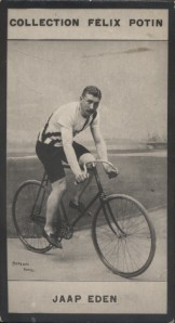 Photographie de la collection Félix Potin (4 x 7,5 cm) représentant : Jaap Eden, coureur cycliste.. EDEN (Jaap) Photo Barenne.
