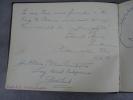 """56 pages d'autographes émouvants qui nous plongent dans le Paris des année 1950. Le livre d'or du magazin d'Antiquité """"La chanson du passé"""" qui, tout ..."""