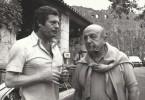 Photographie originale, tirage argentique, de Marcello Mastroianni et Bernard Blier, prise à Saint-Paul de Vence, à l'Auberge, la Colombe d'Or.. ( ...
