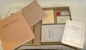 Bibliothèque de voyage. Emboîtage sous étui comprenant 8 ouvrages. 1: Amours. Poèmes choisis. 2: Rousseau. Quatre lettres à M. de Malesherbes. 3: ...