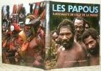 Les Papous, survivants de l'âge de pierre. Photos Karl Joseph.. BÖEKEMEIER, Rolf.