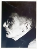 Photographie originale de Samuel Beckett de profil par Rosine Nusimovici (210 x 155 mm, tirage RC vers 1975 avec cachet de la photographe au verso).. ...